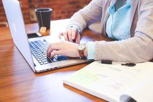 Inversión en la formación de empleados y el riesgo de que se marchen al completarla